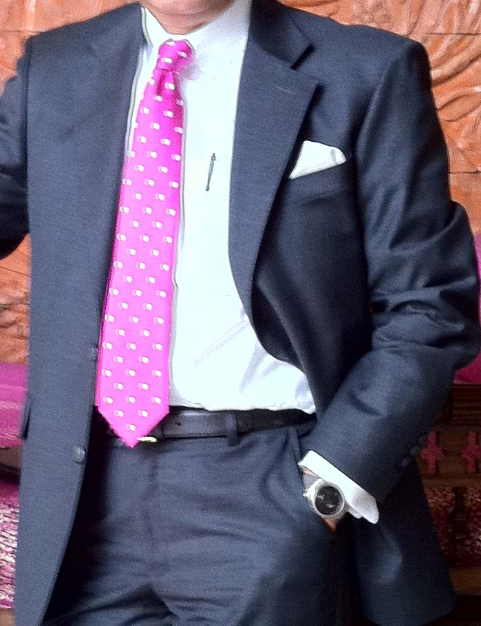 The tie knot (4/6)